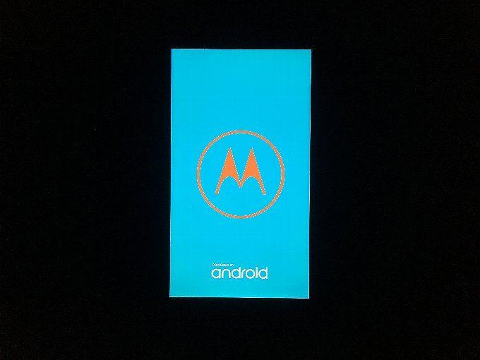再起動中の画面。この後、Lenovoのロゴも出ます。