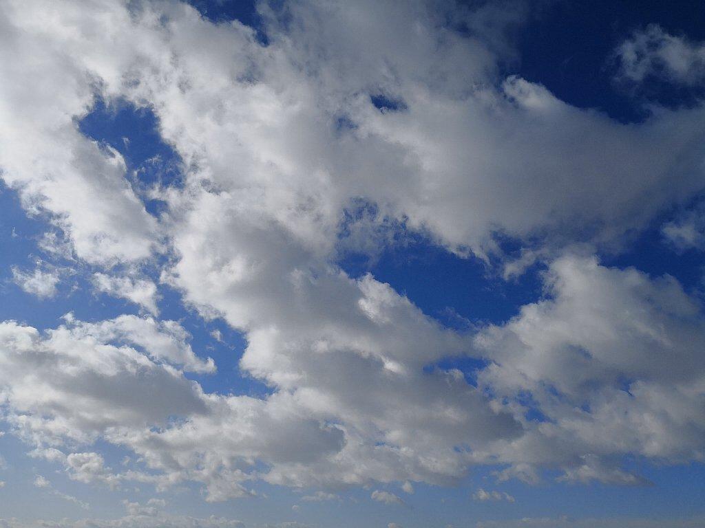 Mate10 Proで撮影した空と雲