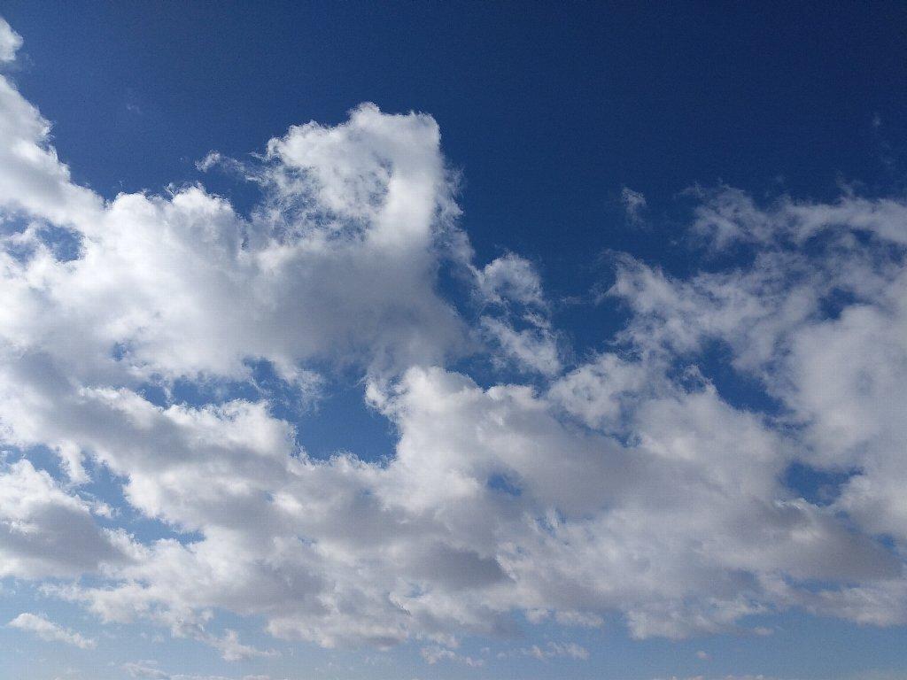 Pixel2で撮影した空と雲